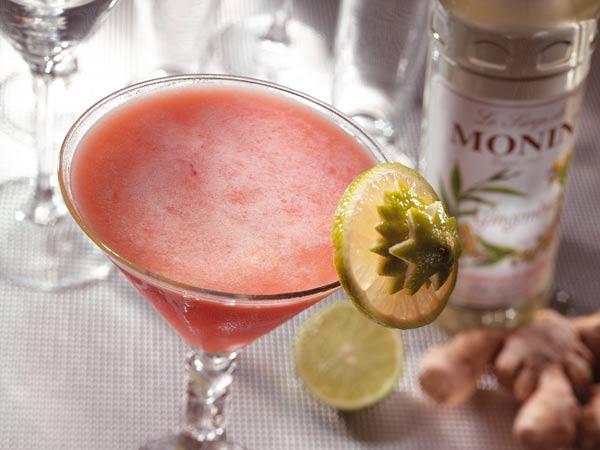 Monin Gembersiroop als ingrediënt in een cocktail